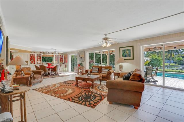 1030 Aqua Ln, Fort Myers, FL 33919