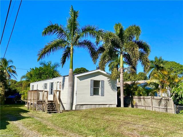 11671 Stringfellow Rd, Bokeelia, FL 33922