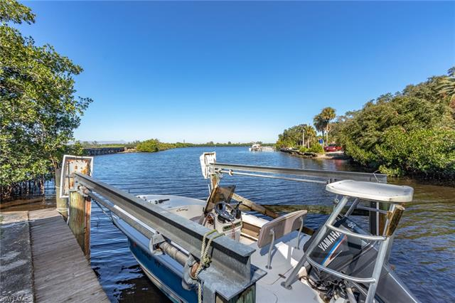 125 Lagoon Dr, Fort Myers, FL 33905