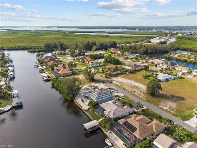 435 Sw 38th Pl, Cape Coral, FL 33991