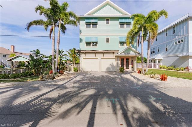 135 Driftwood Ln, Fort Myers Beach, FL 33931