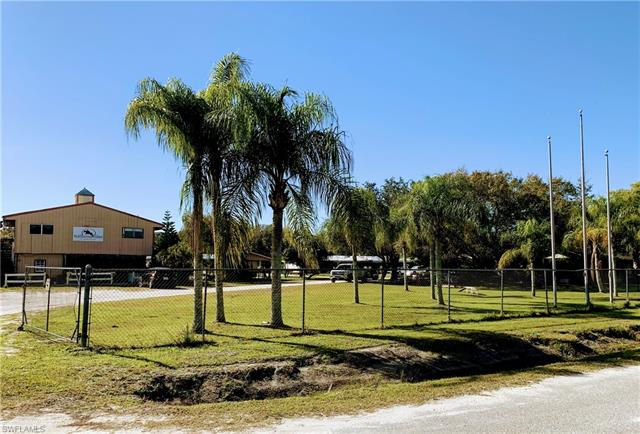 7200 Carousel Ln, Fort Myers, FL 33966
