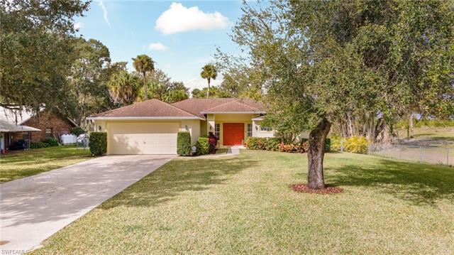 350 Caloosa Estates Dr, Labelle, FL 33935