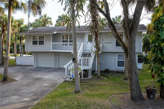 7135 Shannon Blvd, Fort Myers, FL 33908