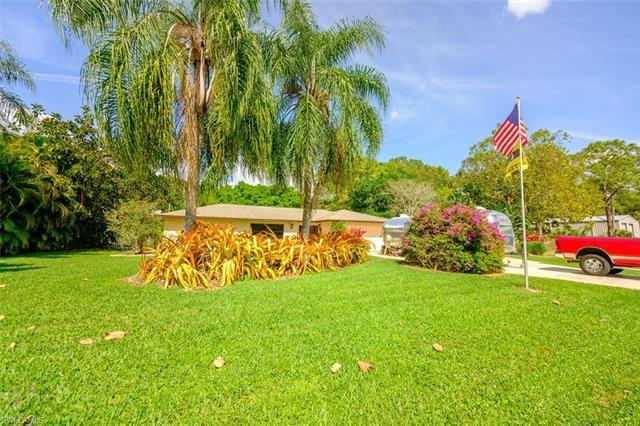 9601 Shadow Oak Ln, North Fort Myers, FL 33917