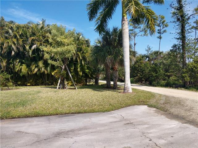7438 Willems Dr, Fort Myers, FL 33908