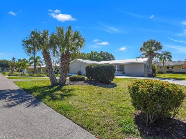 386 Parkway Ct, Fort Myers, FL 33919