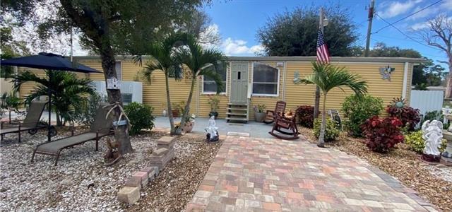 766 Higgins Rd, North Fort Myers, FL 33917