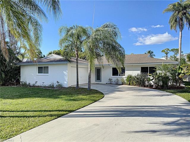 4650 Villa Capri Ln, Bonita Springs, FL 34134