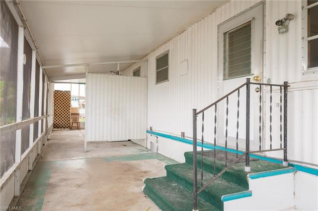 230 Lamplighter Ln, North Fort Myers, FL 33917