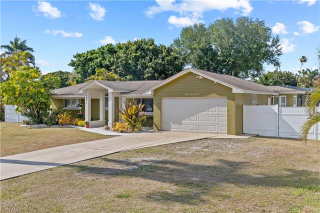 1371 Sunbury Dr, Fort Myers, FL 33901