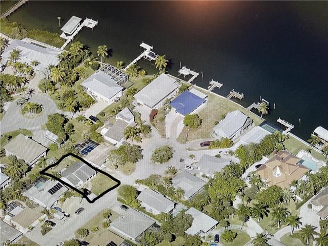 195 Hibiscus Dr, Fort Myers Beach, FL 33931