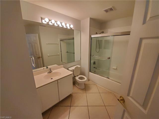 1252 Oxford Ln 7, Naples, FL 34105