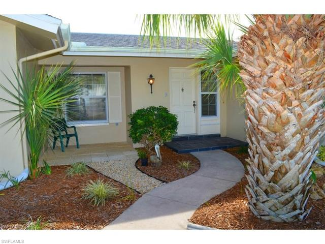 360 Washington Ct, Fort Myers Beach, FL 33931