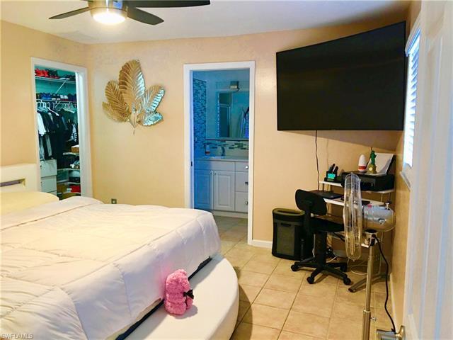 17 Ne 7th Ter, Cape Coral, FL 33909