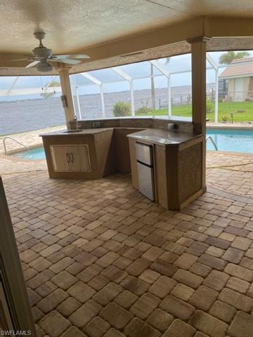 2612 Se 28th St, Cape Coral, FL 33904