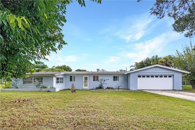 17120 E Lake Dr, North Fort Myers, FL 33917