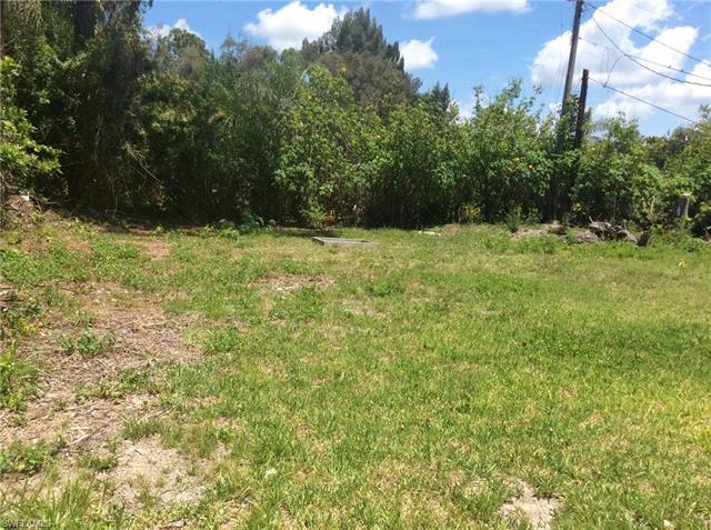 7946 Bogart Dr, North Fort Myers, FL 33917