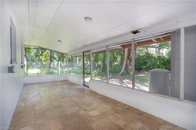 236 Lagoon Dr, Fort Myers, FL 33905