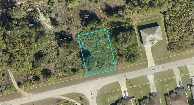 682 Woodcrest Dr, Lehigh Acres, FL 33972