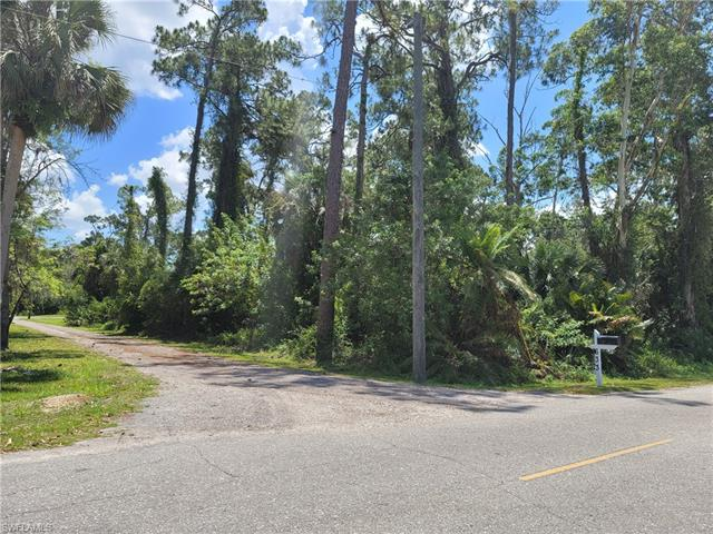 624 Captain Hendry Dr, Labelle, FL 33935