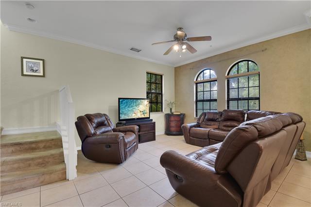 9146 Chula Vista St 129-6, Naples, FL 34113