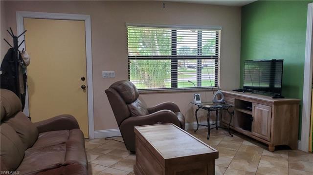 28 Abaco St, Lehigh Acres, FL 33936