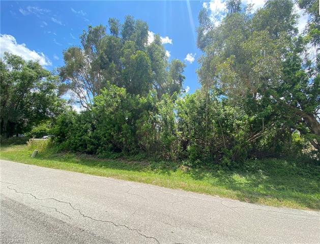 2715 Winona Dr, North Fort Myers, FL 33917
