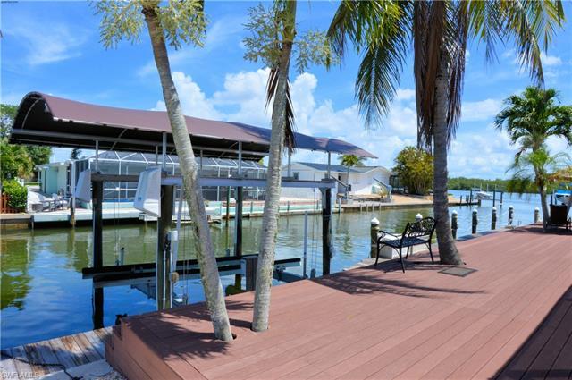 473 Washington Ct, Fort Myers Beach, FL 33931