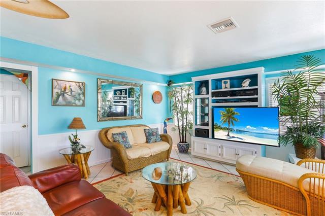 530 Carlos Cir, Fort Myers Beach, FL 33931