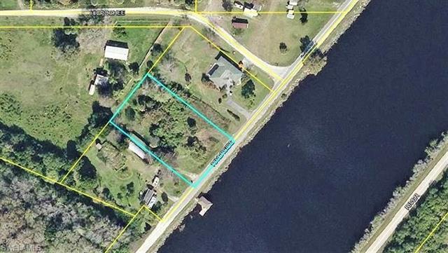 2485 Riverside Dr Sw, Moore Haven, FL 33471