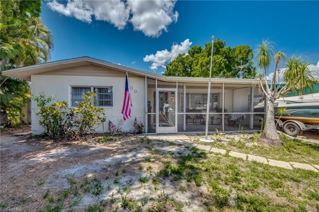89 Glenmont Dr W, North Fort Myers, FL 33917