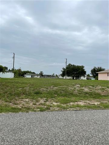 915 Sw 36th Ter, Cape Coral, FL 33914