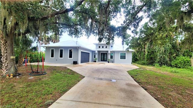 1646 Pangola Dr, North Fort Myers, FL 33903