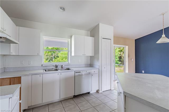 916 Se 22nd St, Cape Coral, FL 33990