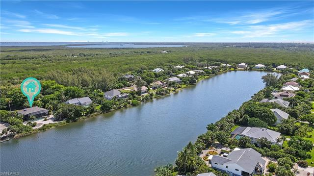 565 Lake Murex Cir, Sanibel, FL 33957