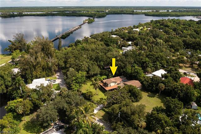 224 Lagoon Dr, Fort Myers, FL 33905
