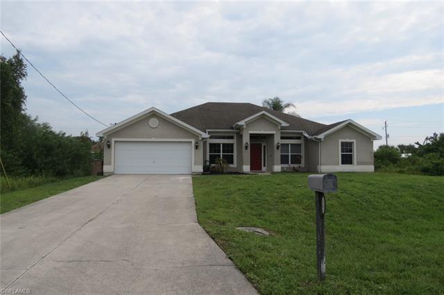 438 Thelma Ct, Lehigh Acres, FL 33972
