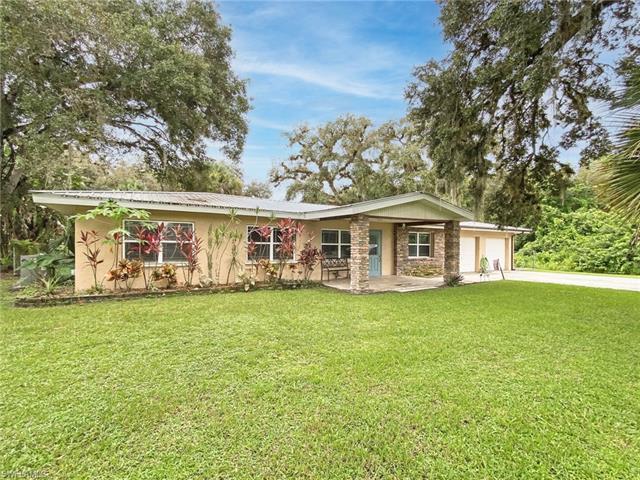 471 Fort Thompson Ave, Labelle, FL 33935
