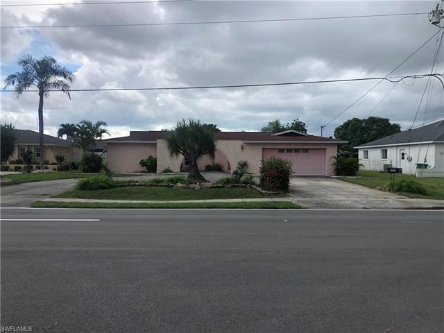 3926 Country Club Blvd, Cape Coral, FL 33904