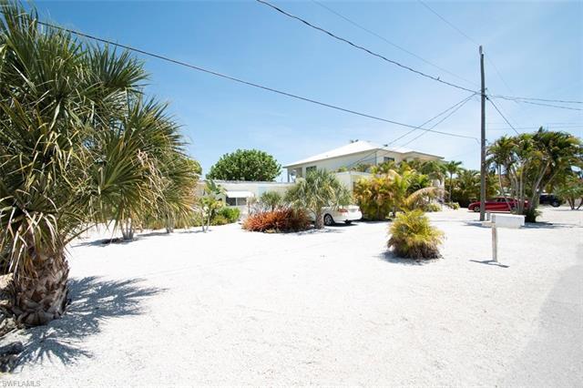 180 Flamingo St, Fort Myers Beach, FL 33931