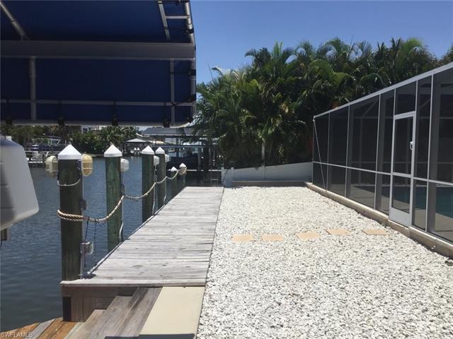 215 Albatross St, Fort Myers Beach, FL 33931