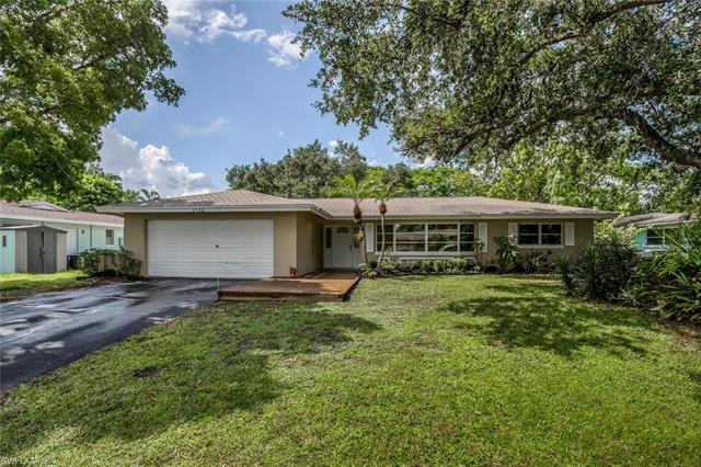 1652 S Hermitage Rd, Fort Myers, FL 33919