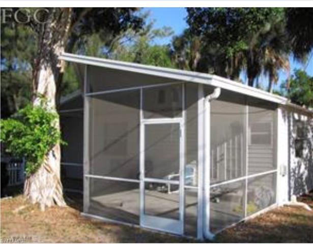 404 Santa Barbara St, North Fort Myers, FL 33903