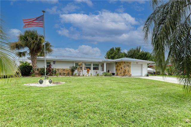 830 Gardenside Ct, Lehigh Acres, FL 33936