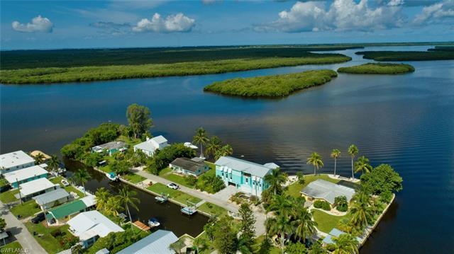 2660 Island View Ln N, Matlacha, FL 33993