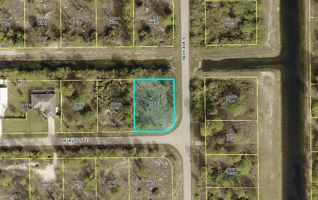 661 Trinity St E, Lehigh Acres, FL 33974