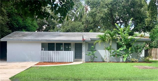 1271 Burtwood Dr, Fort Myers, FL 33901