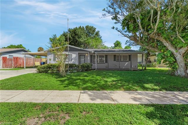 936 Narcissus St, North Fort Myers, FL 33903