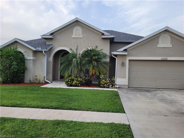 4560 Varsity Cir, Lehigh Acres, FL 33971
